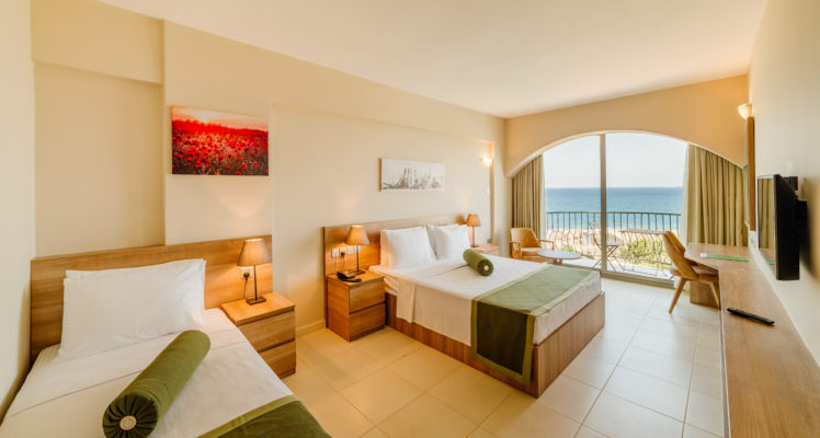 Triple Room Sea View (Standard Room)3